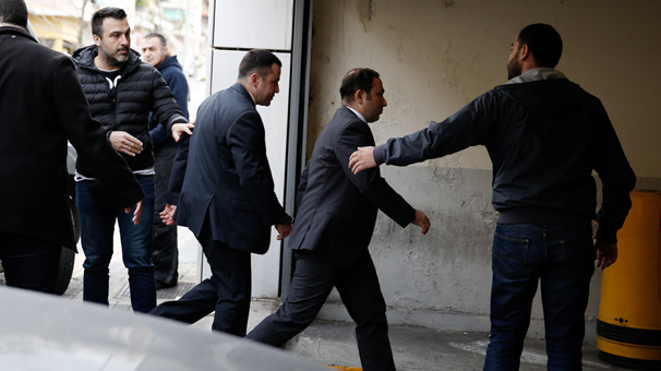 Yunanistandaki darbeci askerlerden biri adli kontrolle serbest