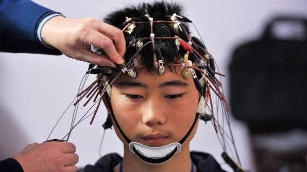 Çin hükümeti, işçilerinin beyin dalgalarını takip ediyor