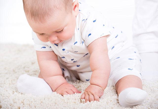 Bebekler ne zaman desteksiz oturur?