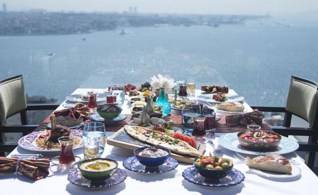 Boğaz'da fasıl eşliğinde iftar