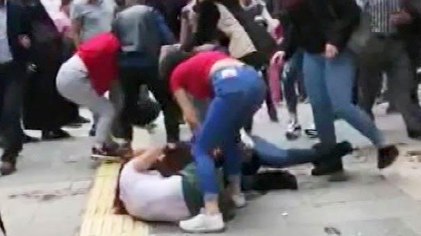 Kızlar sokak ortasında birbirine girdi! Kimse ayıramadı