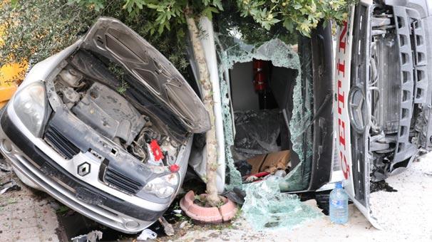 Freni boşalan kamyon 3 araca çarptı: 1 yaralı