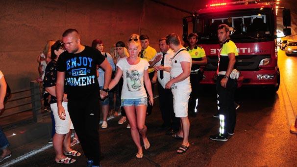 Tünelde feci kaza! Turistler ölümden döndü