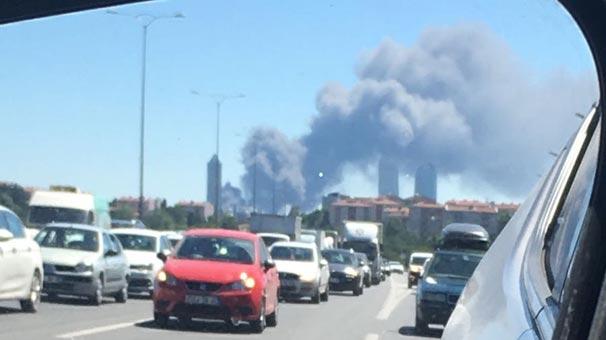 Kağıthane'de fabrikada yangın çıktı Dumanlar her yerden görüldü