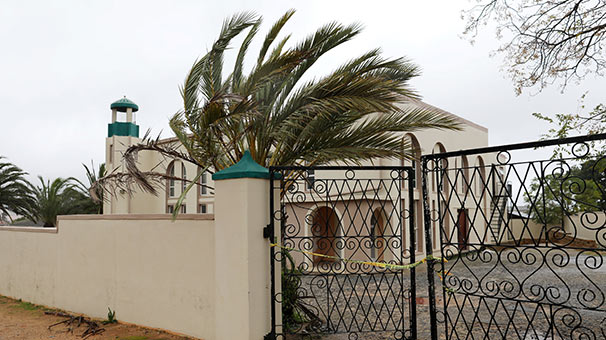 Güney Afrika'da camide bıçaklı saldırı: 2 ölü