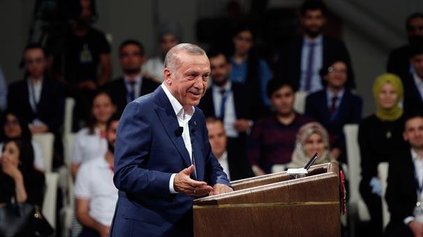 Gençlere ATAKı anlatan Erdoğan, Hürkuşa imzasını attı
