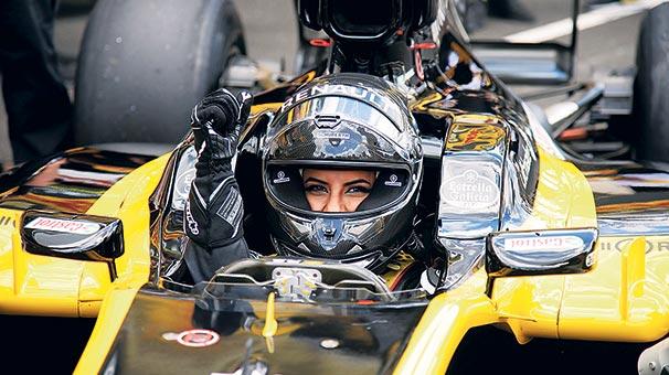 Yasak kalktı F1 direksiyonuna geçti