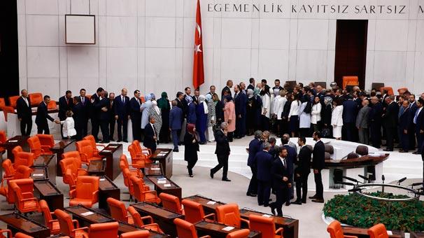 Son dakika   Yeni kabinenin üyeleri Meclis'te yemin etti