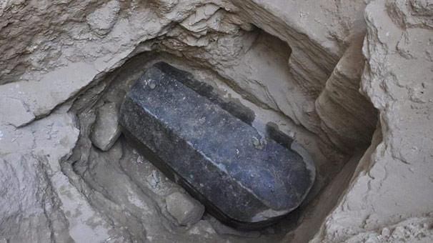 İnşaat için temel kazacaklardı, hiç açılmamış 2 bin yıllık lahit buldular