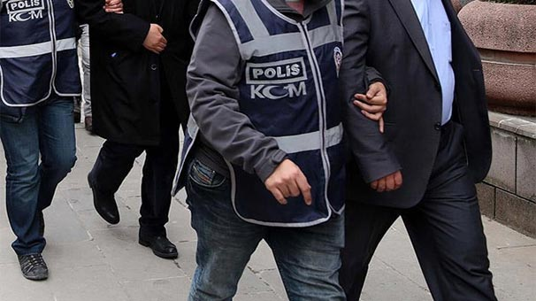 İzmir'de FETÖ'nün hücre evine operasyon: 13 kişi gözaltına alındı