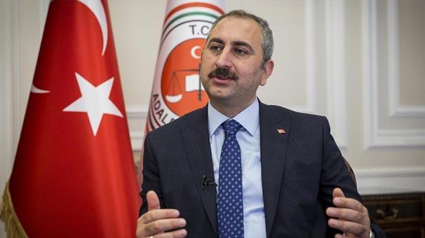 Adalet Bakanı Gül: Faşizm virüsüne en güzel golünü atan Mesut Özil'i tebrik ediyorum