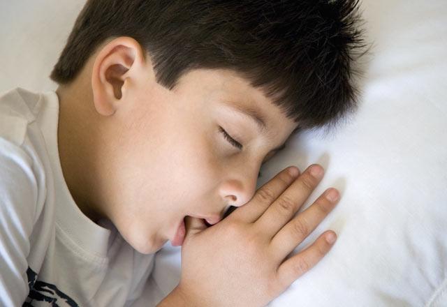 Çocuğunuzun parmak emmesinin nedenleri