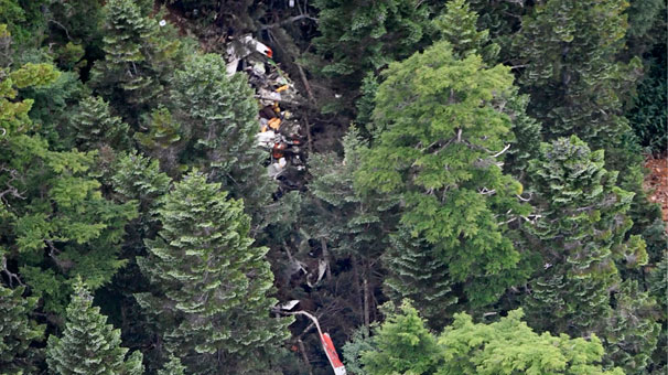 Japonya'da helikopter dağa çakıldı!