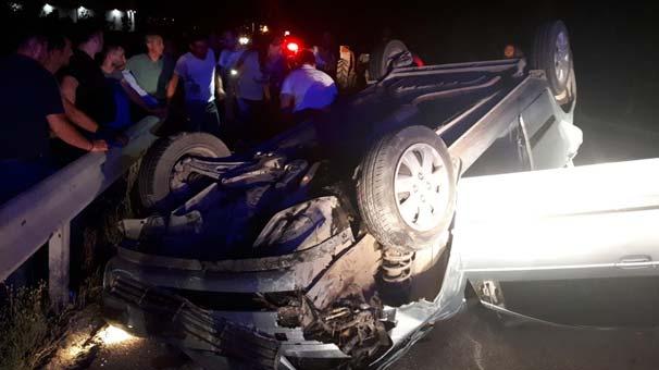 Sakarya'da feci kaza! Traktöre çarpan otomobil takla attı