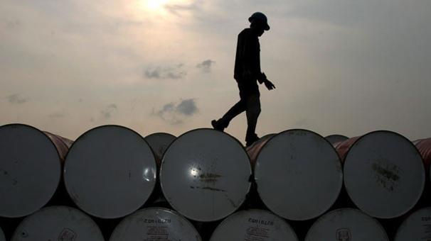 Petrolün varili 77,65 dolar