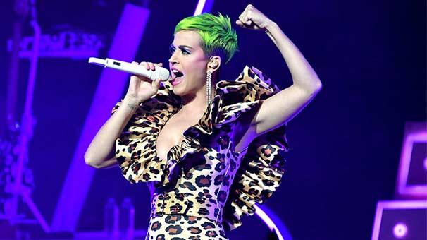 Katy Perry de neon modasına uydu