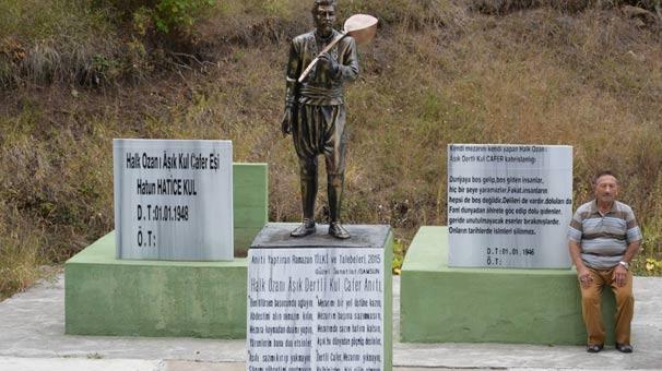 Ölmeden önce kendine ve eşine anıt mezar yaptırdı