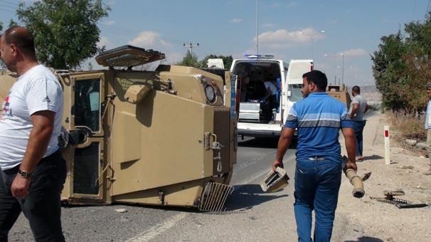 Otomobil ile zırhlı araç çarpıştı: 2'si polis, 3 yaralı