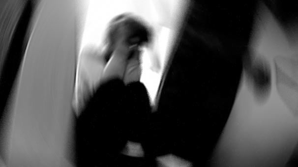 Zihinsel engelli kıza zorla fuhuş yaptıran 2 kişi tutuklandı