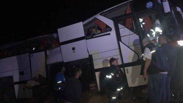 Son dakika | Mültecileri taşıyan otobüs devrildi! Çok sayıda yaralı var
