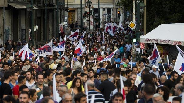 Yunanistan karıştı! Binlerce kişi Atina'da toplandı