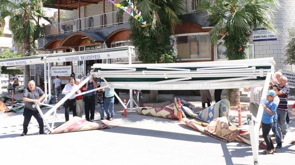 Son dakika: Mersin'de Cuma namazı esnasında gölgelik devrildi! Yaralılar var