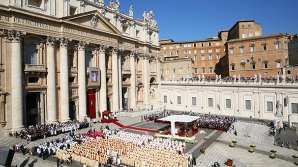 Vatikan'da cinsel istismar skandalı görüşüldü