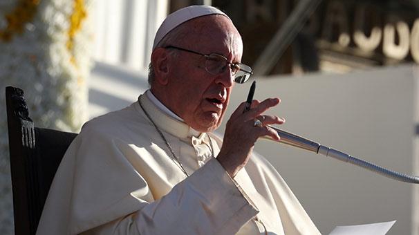 """Papa 'racon kesti'   """"Hem Tanrı'ya inanıp hem de mafya üyesi olunamaz!"""""""