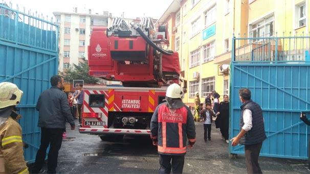 Son dakika: İstanbul'da bir ortaokulda yangın paniği!