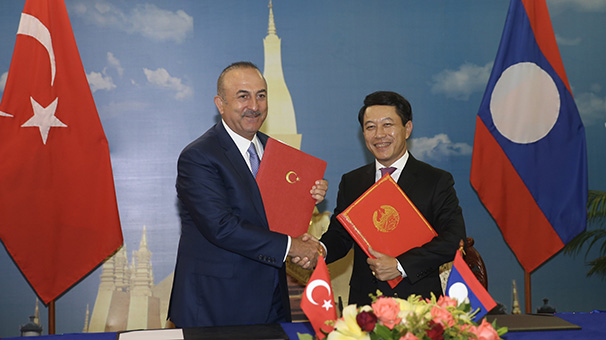 Dışişleri Bakanı Çavuşoğlu Laos'ta mevkidaşıyla görüştü