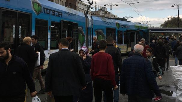 Son dakika... Beyazıt'ta tramvay raydan çıktı!
