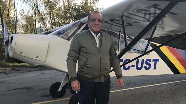 Terasında onardığı 68 yaşındaki uçakla 29 yıldır göklerde