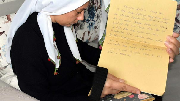 Kocasını gömdü eve geldi! Bulduğu notları okuyunca...