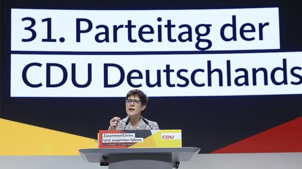 Son dakika... Merkel'in yerine gelen isim belli oldu