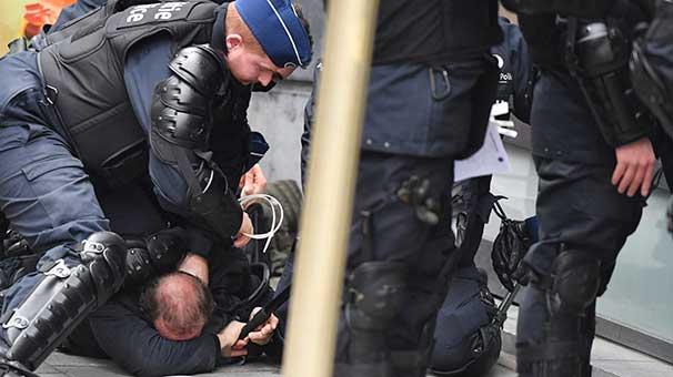 """Belçika'da """"sarı yeleklilerin"""" protestosu başladı"""