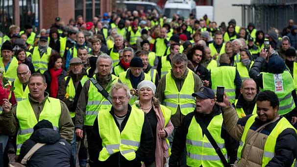 """Hollanda'da """"sarı yelekliler"""" protestosu"""