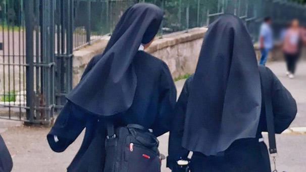 İki rahibe çaldıkları yarım milyon doları Las Vegasta kumarda harcadı 1