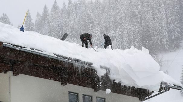 Son dakika: Avusturya'da kar yağışı yedi can aldı!