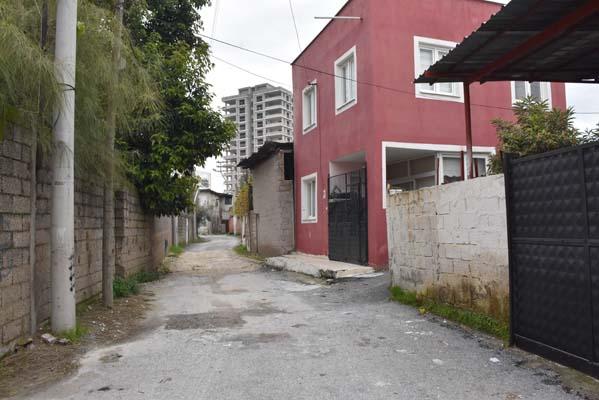 """""""Kırmızı ev"""" gizemini koruyor! Bu ev yüzünden bütün mahalleli taşındı"""