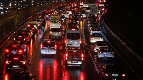 İstanbul trafikte son durum! Yoğunluk yüzde 72'ye ulaştı
