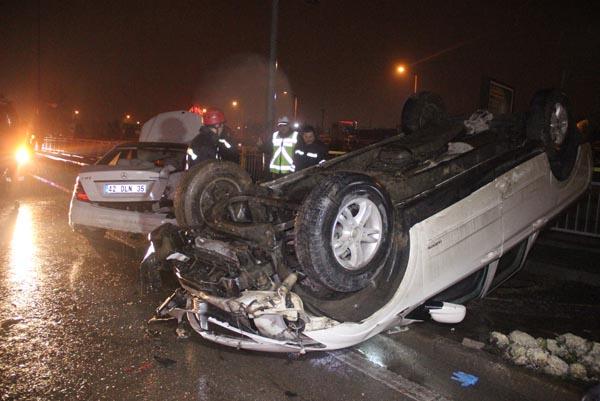 Kazazedeye yardıma gidenlere otomobil çarptı: 2 ölü, 3 yaralı!