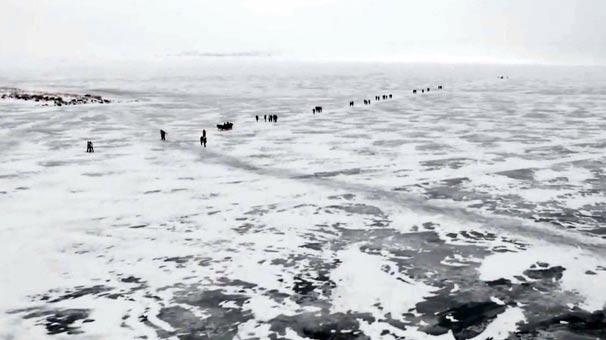 Çıldır Gölü'nde buzlarla görsel şölen!