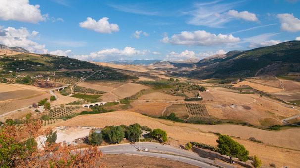 Akdeniz'in en güzel kasabasında 1 euroya satılık evler