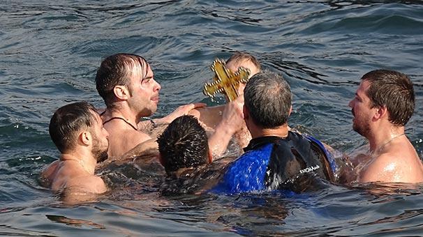 Yer: Bursa! Denize haç atılırken ezan okununca...