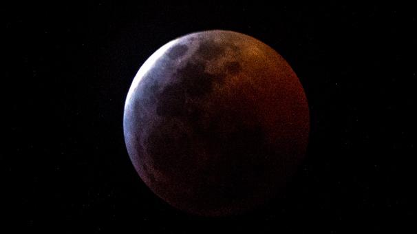 Kanlı Ay tutulması başladı! Türkiye'den de görülüyor mu?