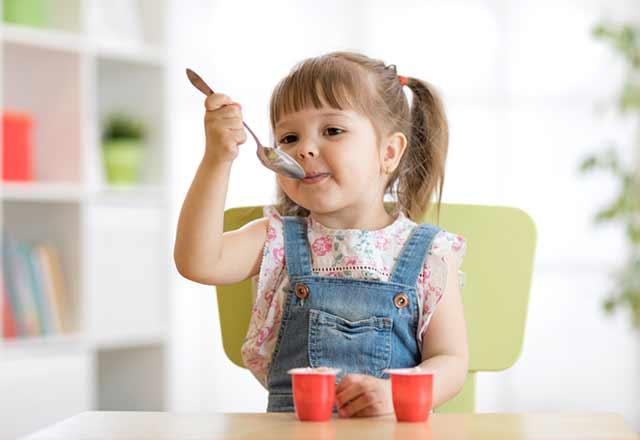 Bebeklere meyveli yoğurt verilir mi?