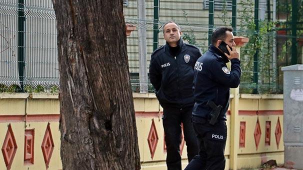Ağacın gövdesinden gelen sesler polisi alarma geçirdi
