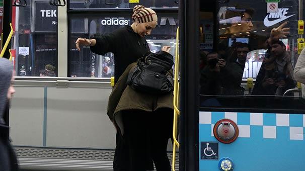 Yolcunun cep telefonu çalındı, şoför kimseyi otobüsten indirmedi