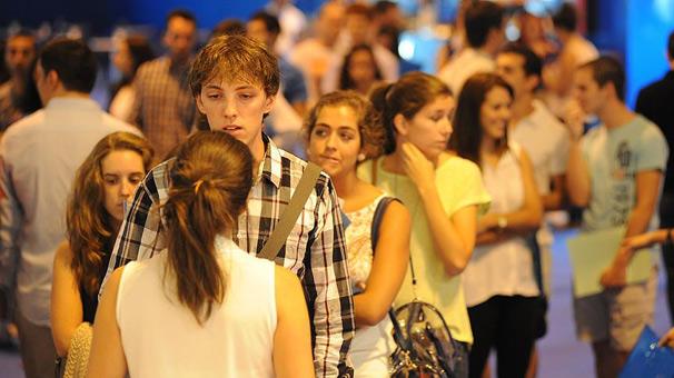 İspanyada işsizlik 10 yıl sonra yüzde 15in altına indi 25