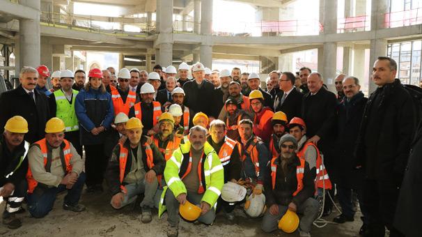 Cumhurbaşkanı Erdoğan, Taksim Camisi inşaatını inceledi